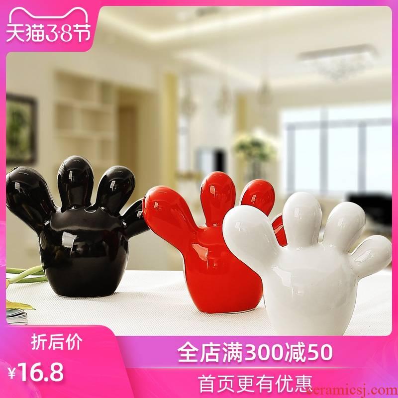 Jingdezhen ceramic crafts modern home decoration gifts wedding gifts TV ark, furnishing articles express little feet