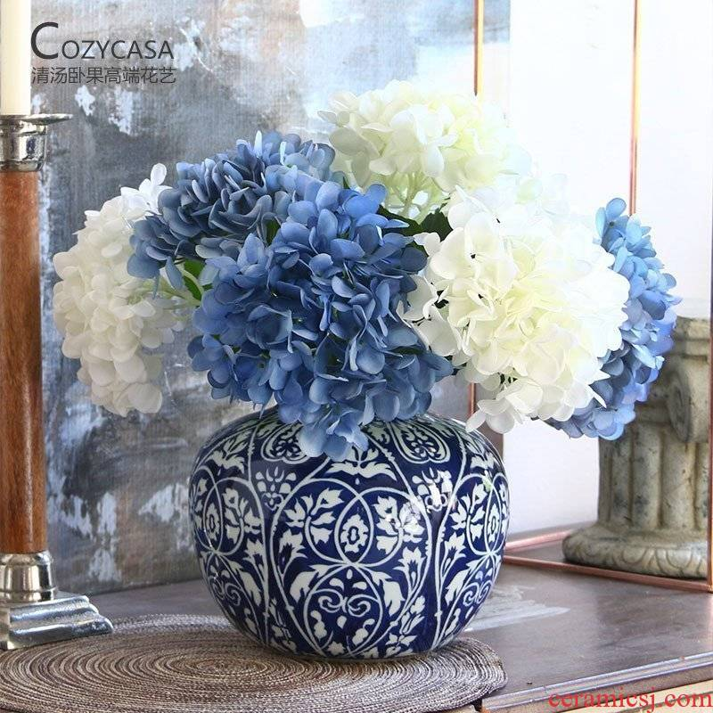 New Chinese style blue leaf veins clear soup WoGuo jingdezhen blue and white porcelain vase Chinese sitting room adornment is placed