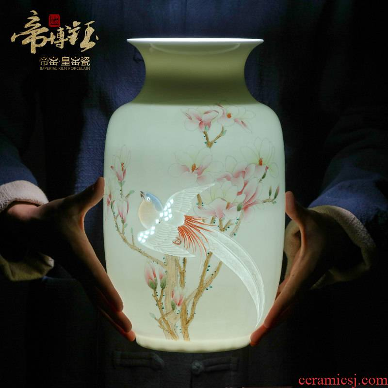 The Master of jingdezhen ceramics hand - made pure hand - carved vases, flower arranging new Chinese style living room place wedding gift