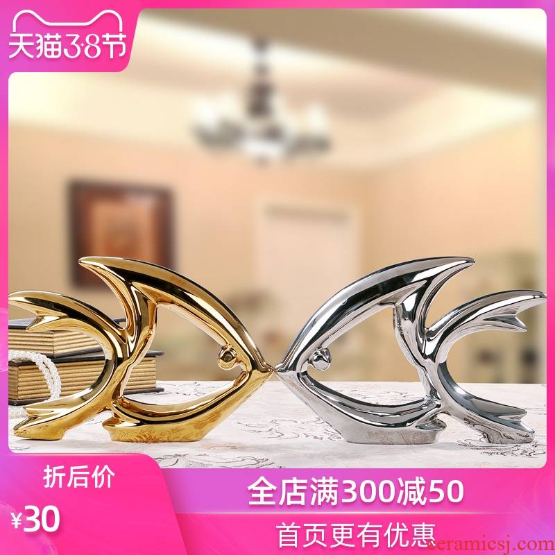 Modern ceramic arts and crafts creative furnishing articles wine sitting room the bedroom adornment wedding gift of gold and silver to kiss fish