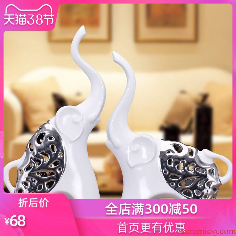Ceramic arts and crafts of Europe type style to decorate the sitting room the bedroom wine furnishing articles plating hollow out as a wedding gift