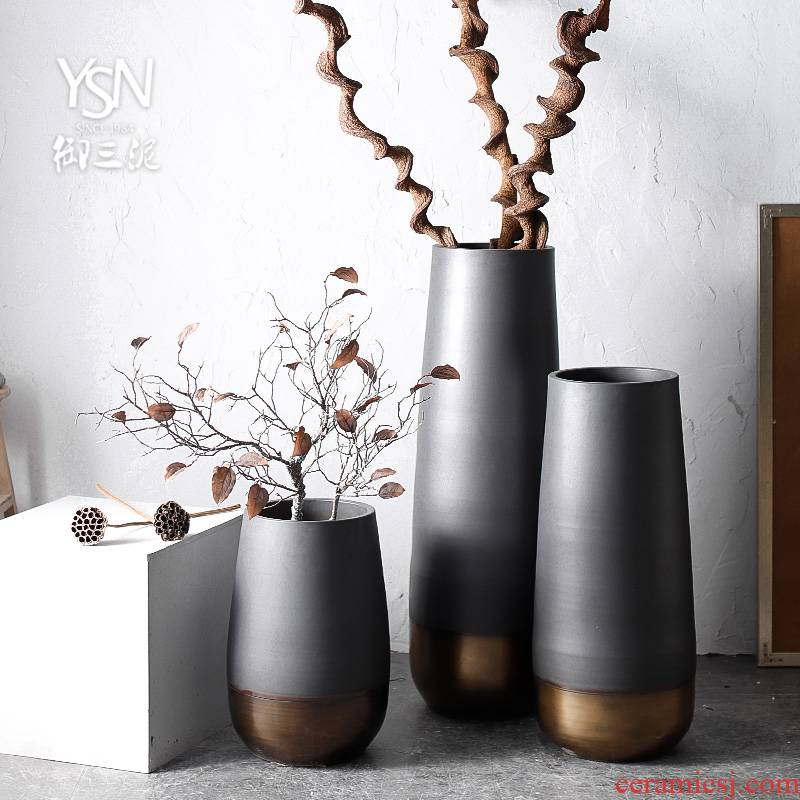 Sitting room place ceramic modern European - style minimalism Nordic black and gold contracted gun barrel flowerpot of large vases, dried flowers