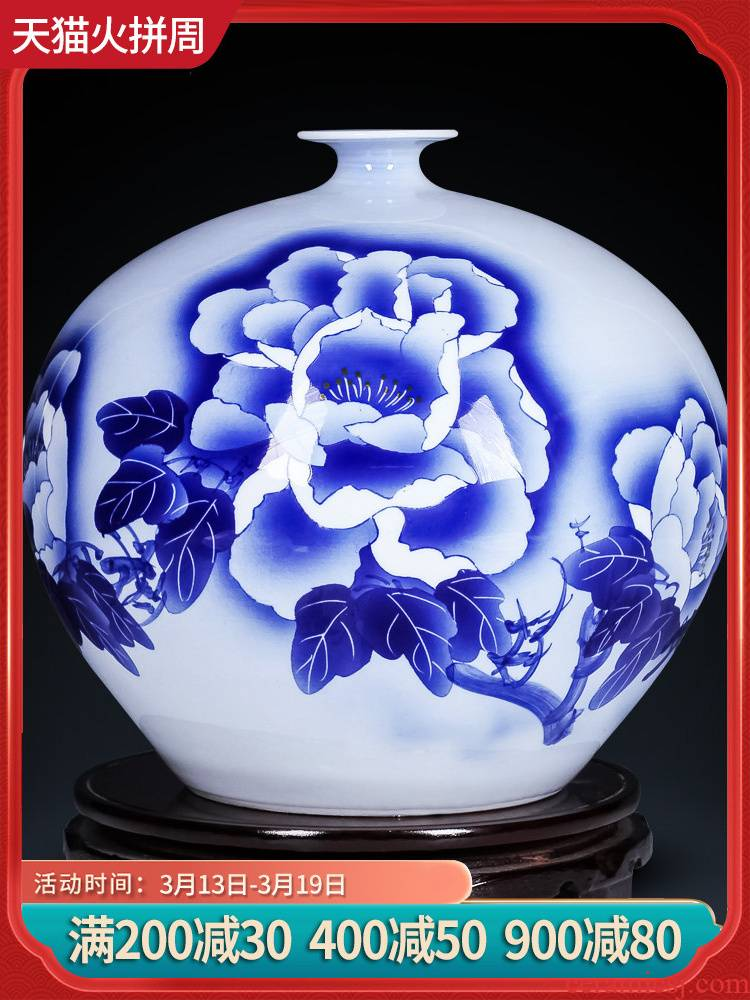Jingdezhen ceramics by hand crafts are blue and white porcelain vases, flower arrangement sitting room of Chinese style household decorations
