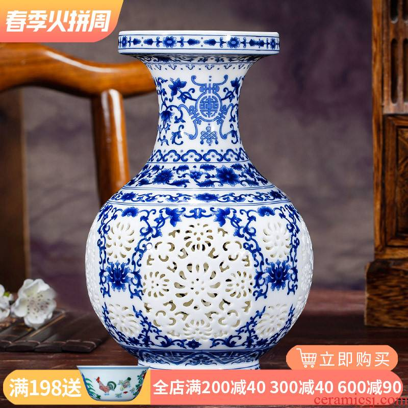 Jingdezhen ceramics hollow - blue and white porcelain vases, flower arrangement of modern Chinese style household wine sitting room adornment is placed