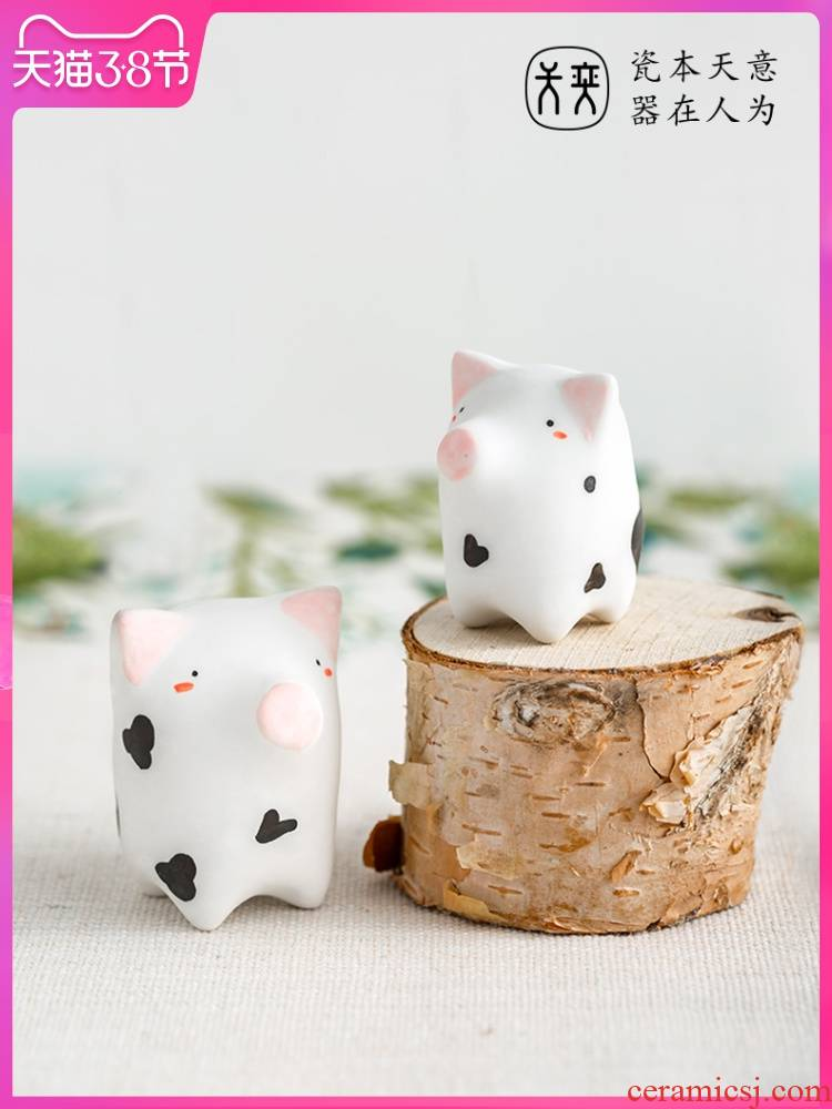 """""""Little pig"""" days yi ceramics furnishing articles express cartoon office desktop ornaments pig qualified valentine 's day gift"""