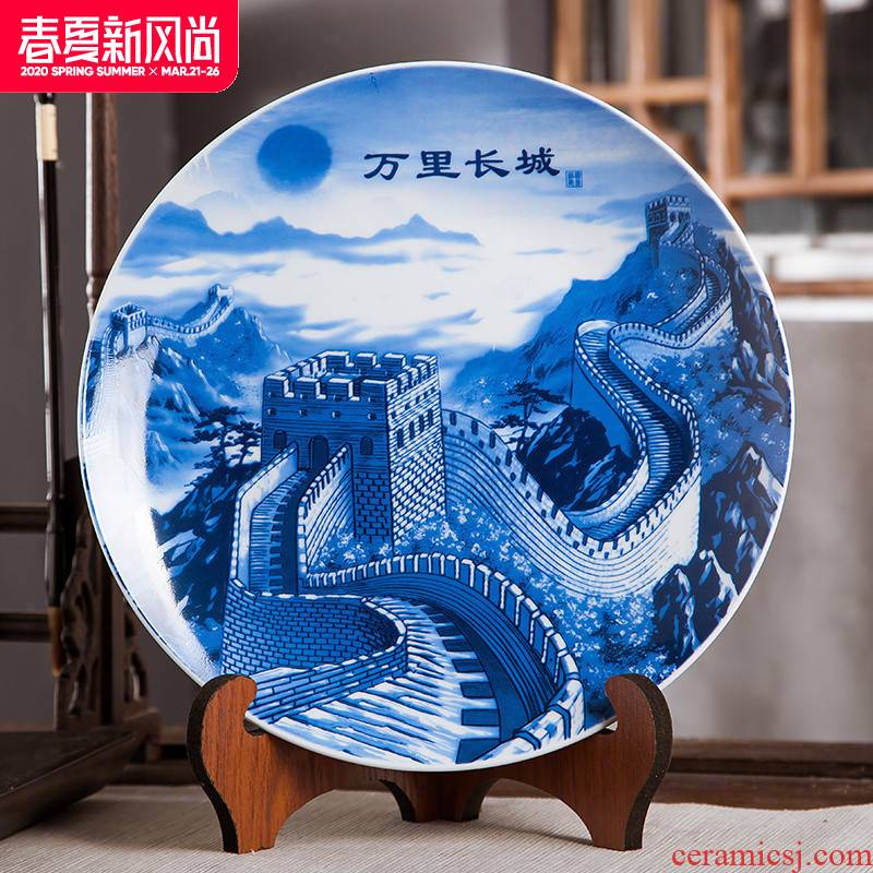 Jingdezhen ceramics furnishing articles hang dish handicraft, the Great Wall wine blue - and - white decoration home decoration plate
