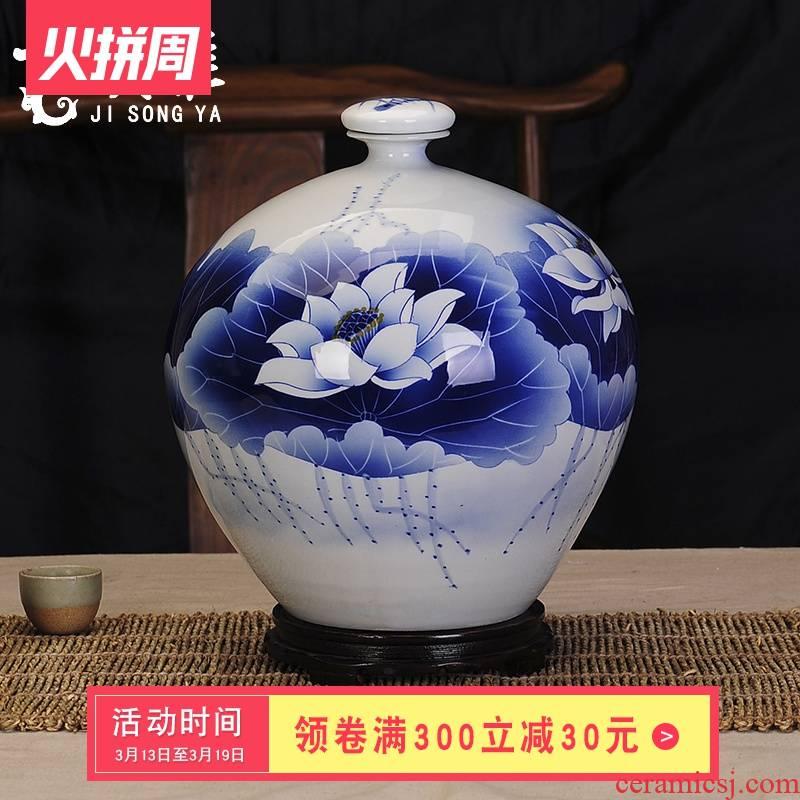 Jingdezhen ceramic bottle hand - made porcelain decoration collection jars of blue and white porcelain jar of wine liquor container