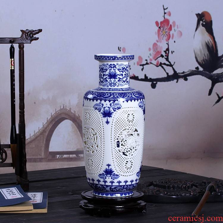 Jingdezhen ceramics and exquisite hollow out of the blue and white porcelain vase sitting room double craft ornaments furnishing articles by hand