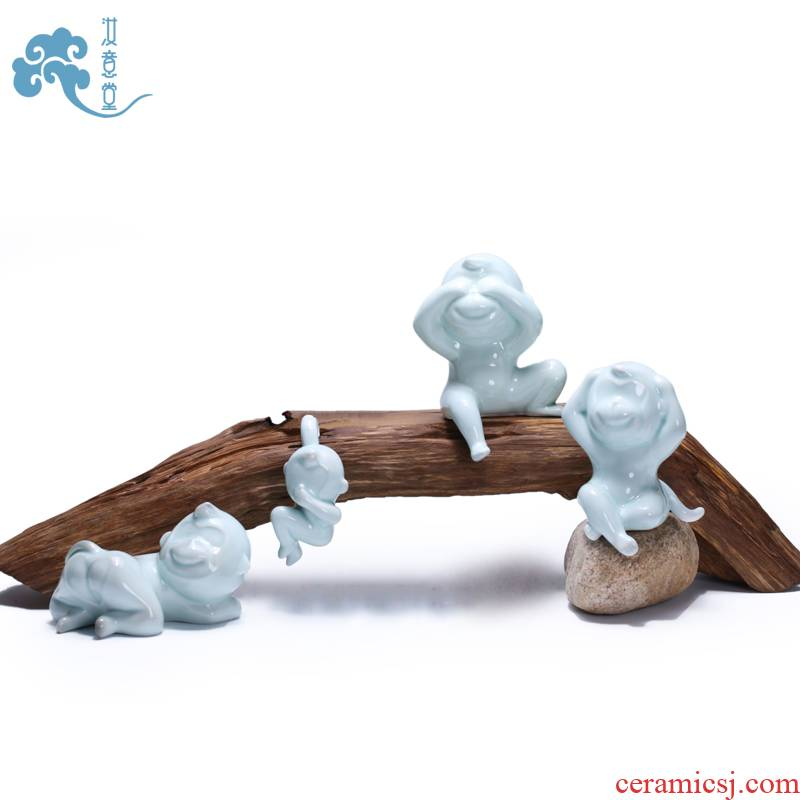 Clearance of creative gift furnishing articles celadon monkey contracted household office decoration decoration blue glaze ceramic arts and crafts