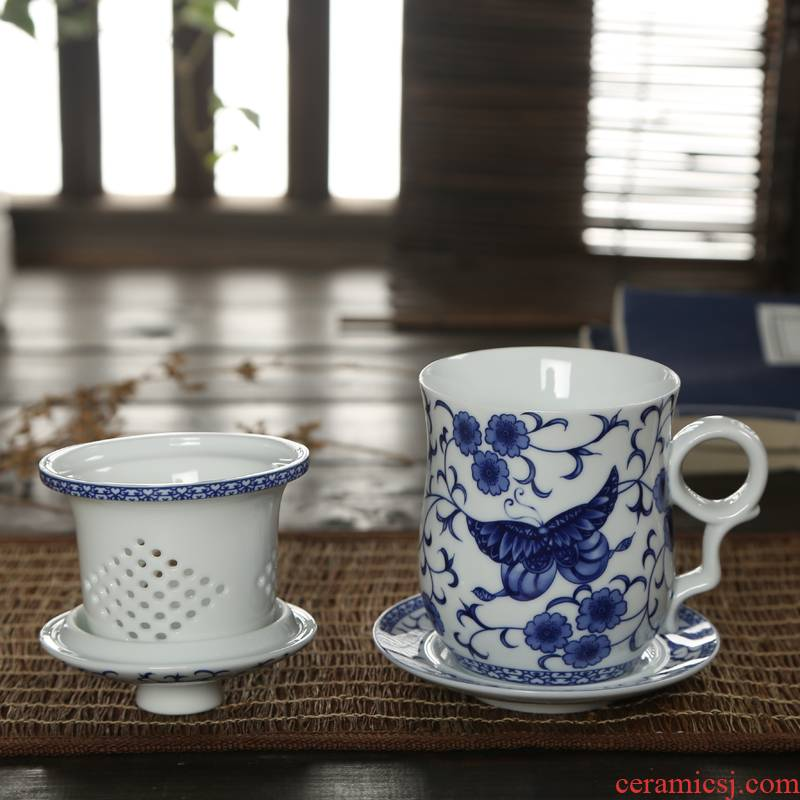 Rather uncommon ceramics with cover cup office cup filter with four cups of blue and white porcelain cup and meeting