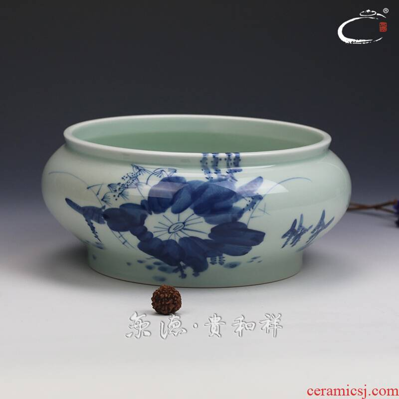 And auspicious jingdezhen ceramics by hand wash to kung fu tea tea accessories cup inside the blue And white color lotus tea to wash to the bird