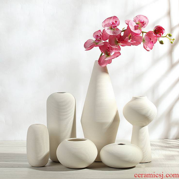 European furnishing articles of jingdezhen ceramic vase contracted and I creative sitting room of the white flower arrangement, three - piece decorations
