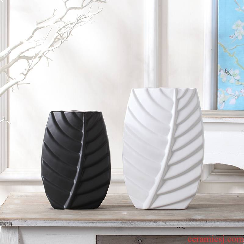 Black and white ceramic creative furnishing articles Nordic household act the role ofing is tasted the sitting room of TV ark, wine porch rich ancient frame of soft decoration