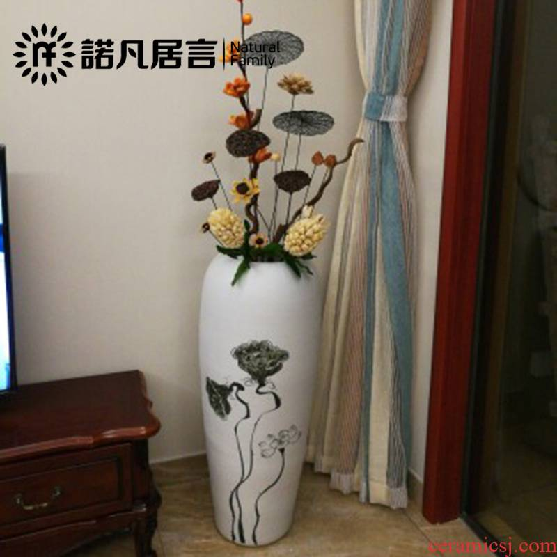 Ceramic vase landing, dried flowers, hand - made white vase in the generation of the sitting room the hotel villa large vase artical