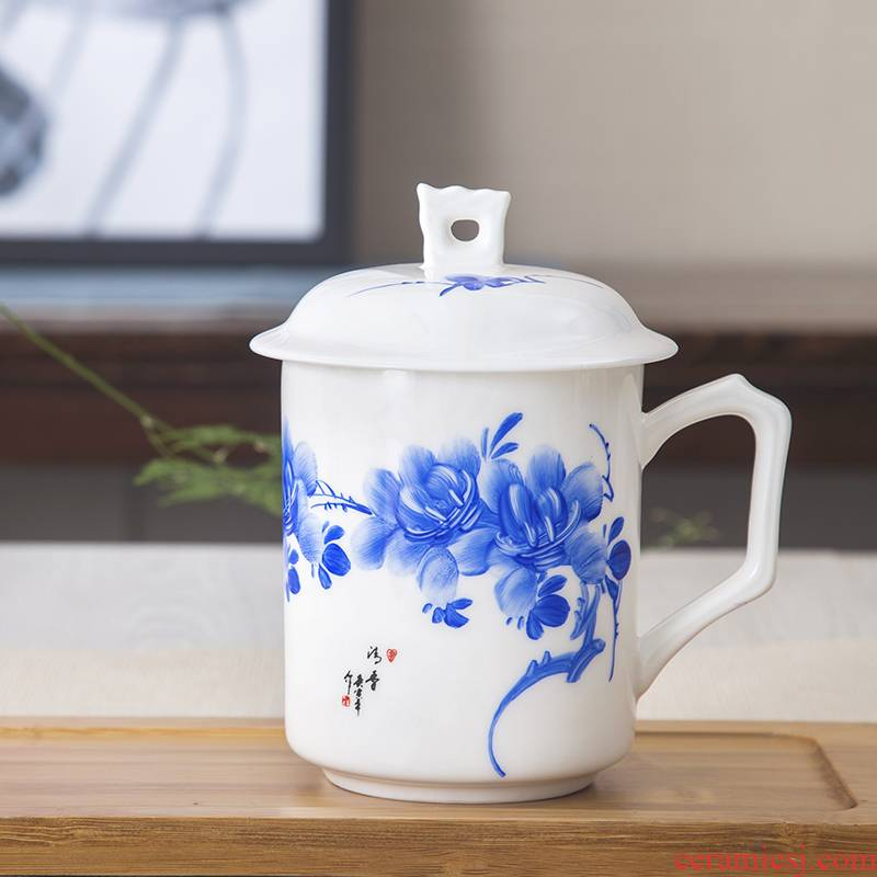 Is hand - made wholesale custom jingdezhen ceramics with cover glass office meeting gift blue and white porcelain tea cups water