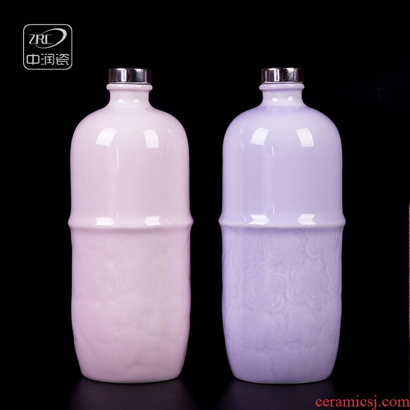 Creative jingdezhen ceramic wine bottles of liquor hip apricot blossom put grain carving small fresh wine gift bag in the mail