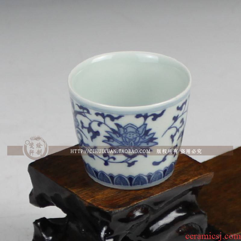 Blue and white porcelain of jingdezhen ceramics glaze under Pisces lotus small glass liquor liquor cup archaize ceramic a small handleless wine cup