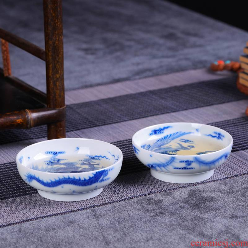Offered home - cooked kung fu tea cups in jingdezhen porcelain ceramic cup bowl hand - made home market metrix of blue and white porcelain cup