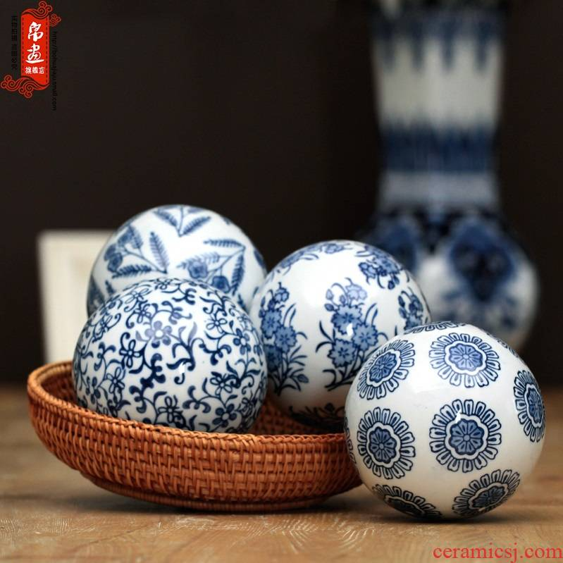 The New Chinese blue and white porcelain jingdezhen ceramic furnishing articles the water floating ball hand - made aquarium decoration creative household decoration
