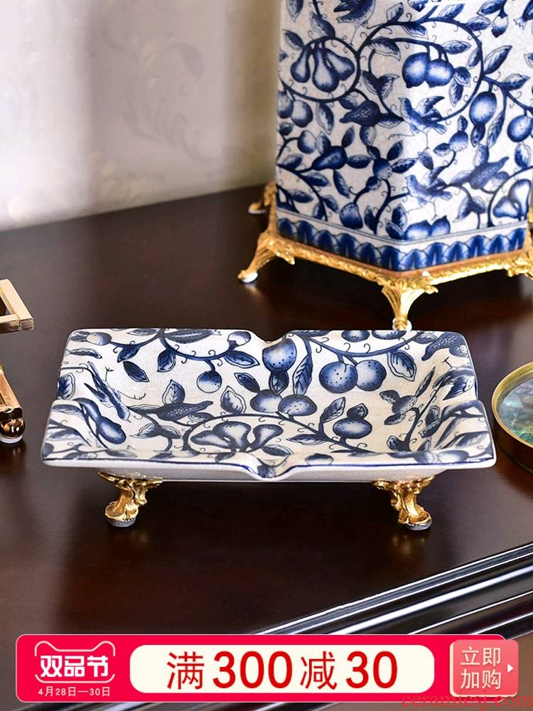 The New Chinese blue and white porcelain with copper ashtray European - style key-2 luxury high - grade home sitting room creative move ashtrays restoring ancient ways