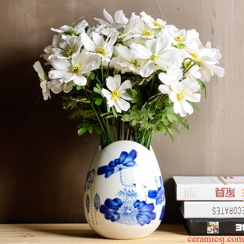 "Jingdezhen ceramics hand - made charge of blue and white porcelain rhyme ""lucky bamboo floret bottle of flower arranging hydroponic sitting room adornment is placed"