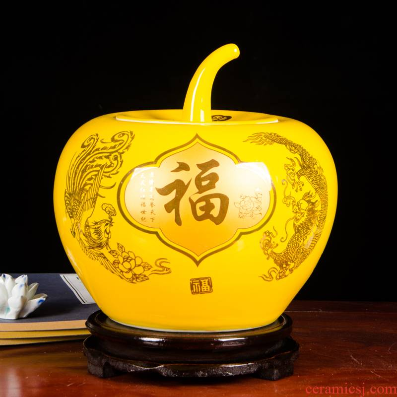 Jingdezhen ceramics a thriving business Chinese red apple vase furnishing articles sitting room of Chinese style household adornment with cover