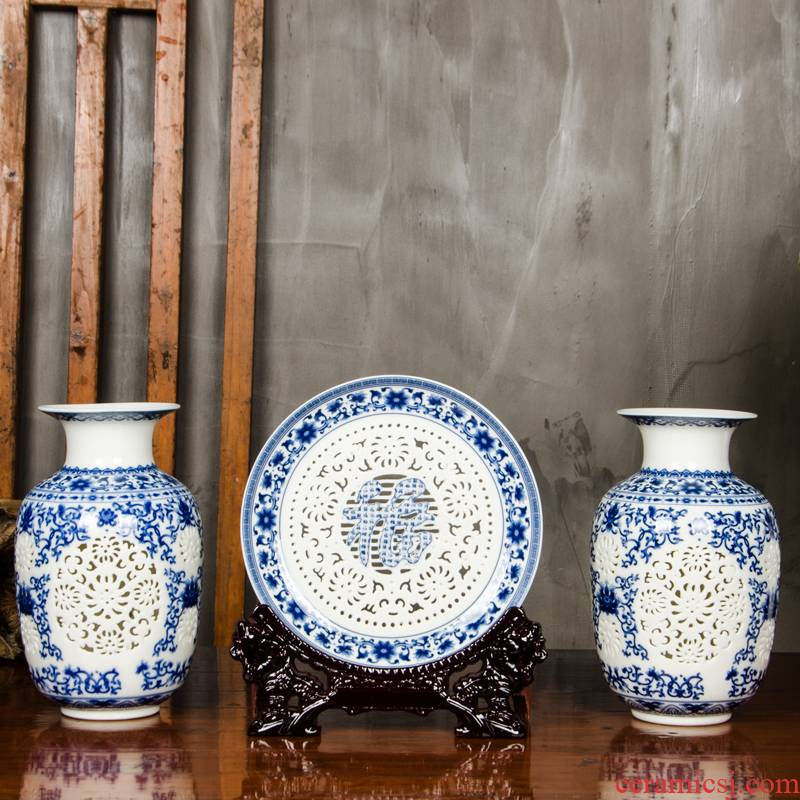 Hollow out of the blue and white porcelain vase furnishing articles three - piece archaize new Chinese flower arrangement sitting room adornment jingdezhen ceramics