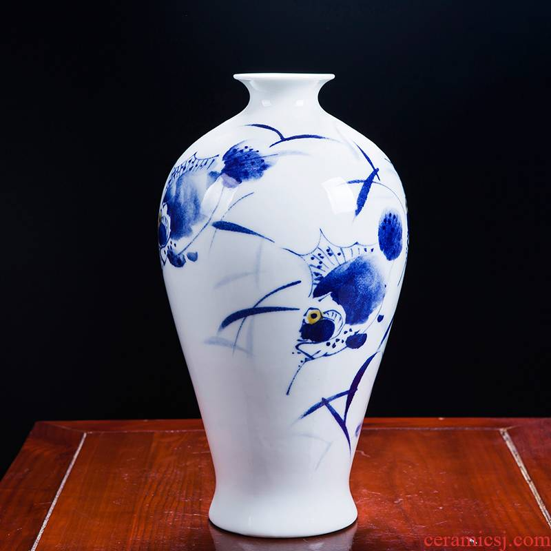 Famous master of jingdezhen ceramics hand - made porcelain vases, flower arrangement of Chinese style home sitting room adornment is placed