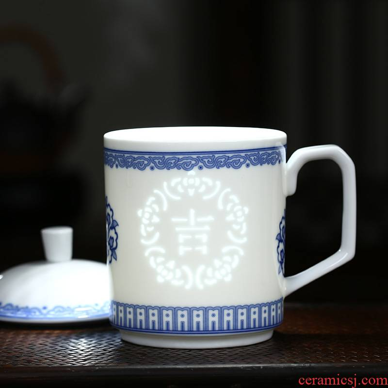 Jingdezhen porcelain and exquisite porcelain cup with cover ceramic tea keller CPU work present household glass cup
