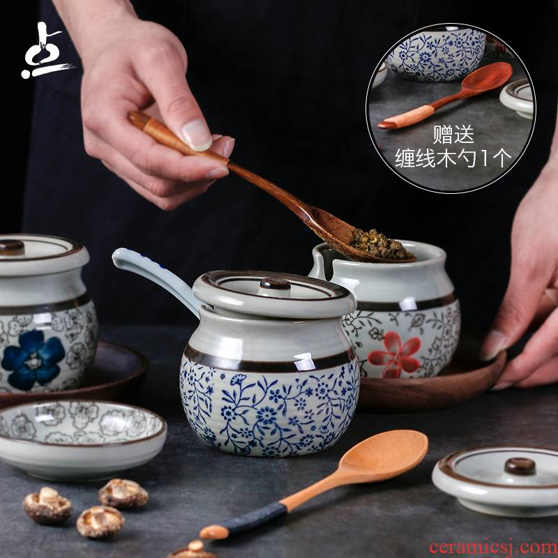 A Japanese with cover ceramic creative household sugar pot seasoning sauce bottles A salt shaker