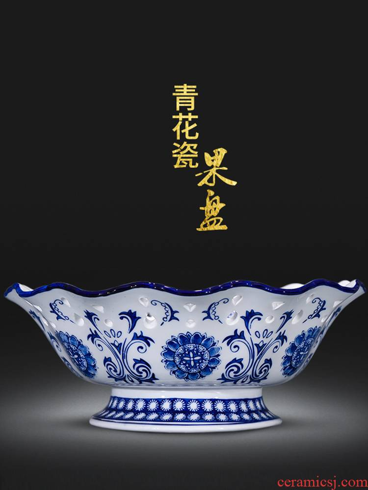 Jingdezhen ceramics creative basket of fruit snacks food basin of Chinese style classical hollow out of the blue and white porcelain arts and crafts