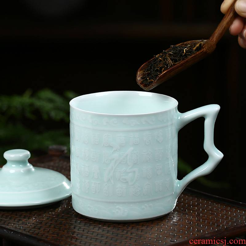 Jingdezhen ceramic tea BeiYing green hand - carved the personal office glass cup with cover cups gift cups