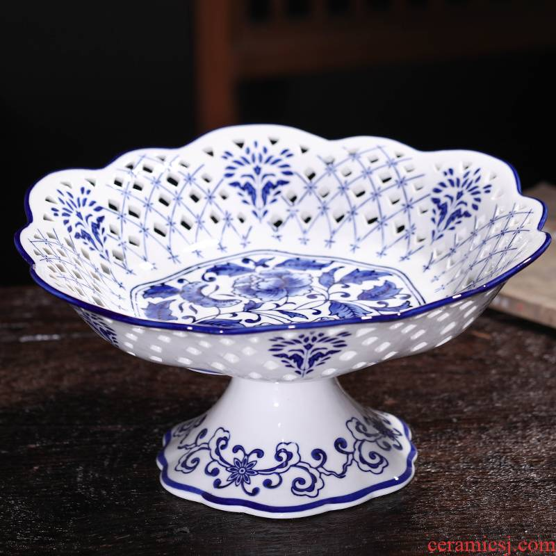 Jingdezhen blue and white Chinese ceramics hollow - out fruit sugar dry fruit basket fashion creative home furnishing articles in the living room