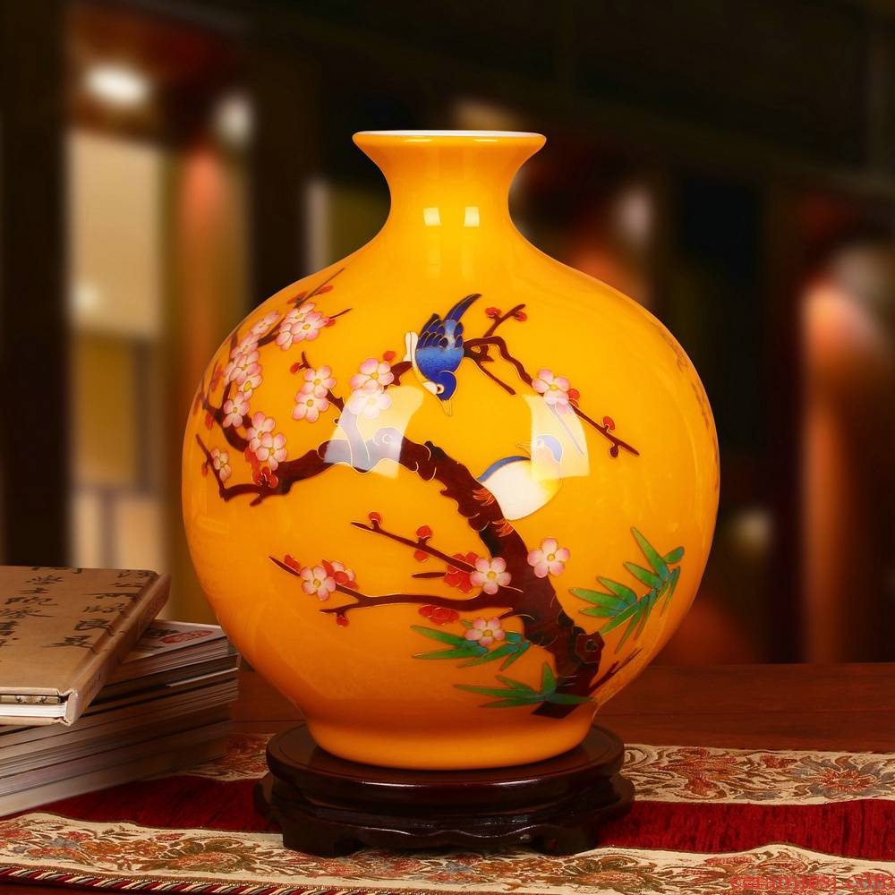 Jingdezhen ceramics gold straw yellow beaming vase furnishing articles study of Chinese arts and crafts decoration