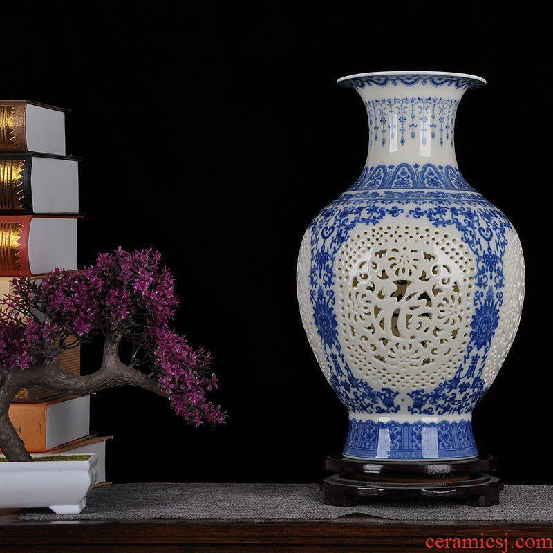 Jingdezhen ceramics ivory hollow out of the blue and white porcelain vase modern household act the role ofing is tasted furnishing articles [large] sitting room