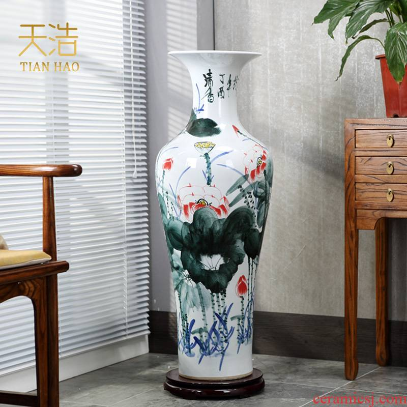 Jingdezhen ceramics of large vases, hand - made potted European - style flower arrangement sitting room adornment is placed in porch sweets