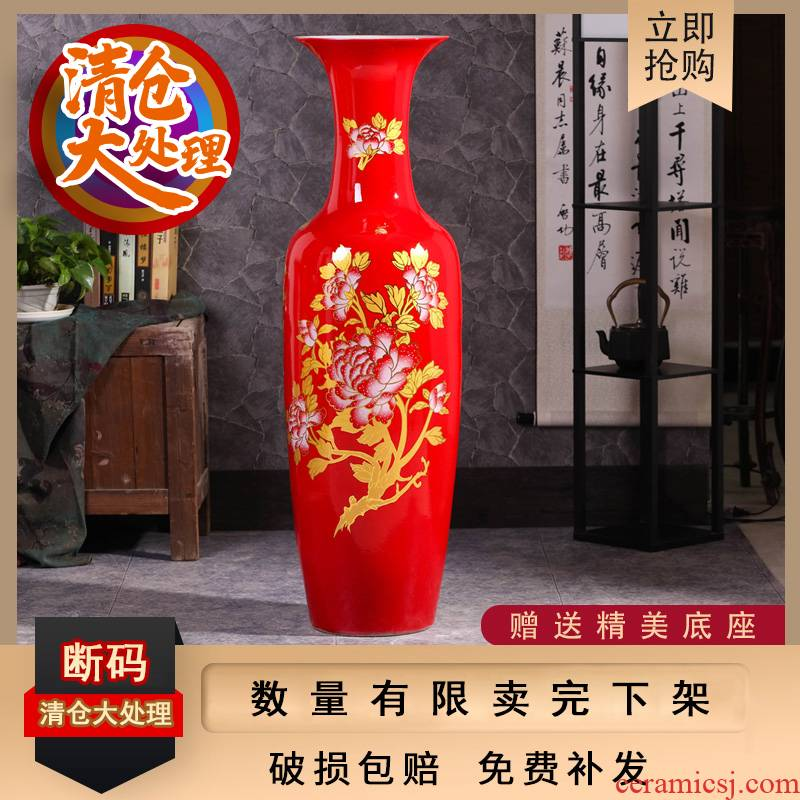 A clearance sale of jingdezhen ceramics red large vases, flower arranging hotel opening taking sitting room adornment is placed