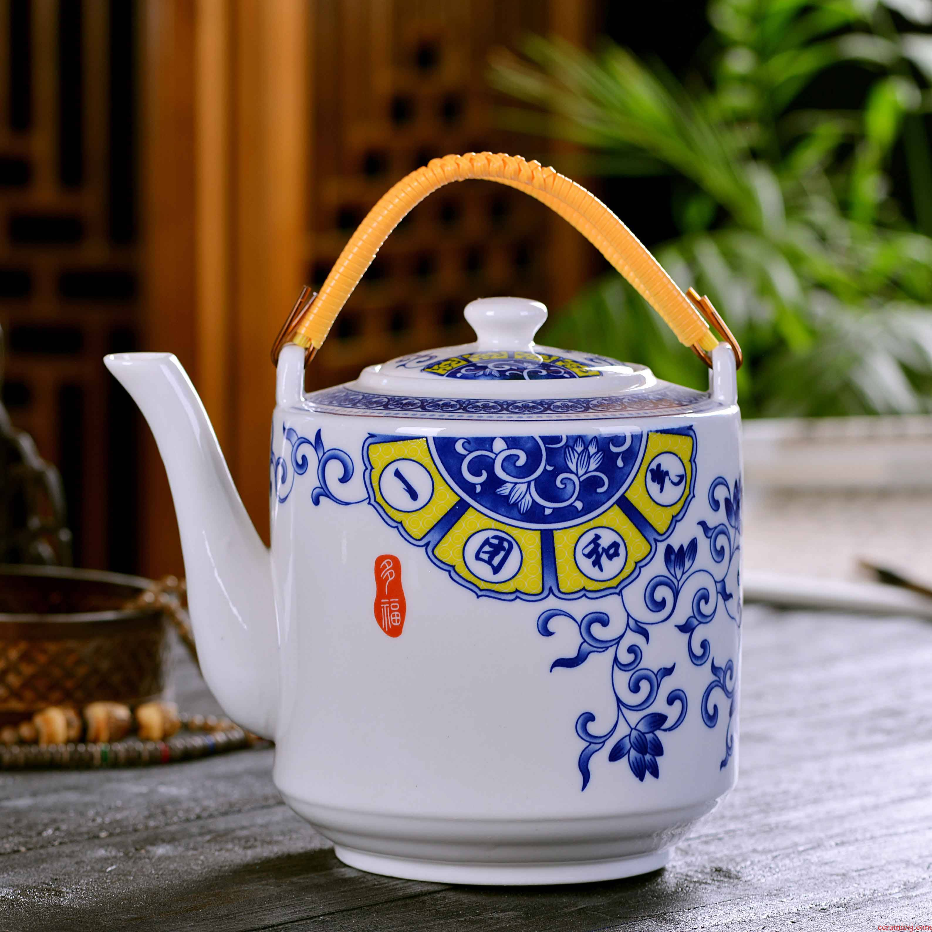 Ceramic pot hot pot of large blue and white girder pot of tea set with white porcelain pot of hot water