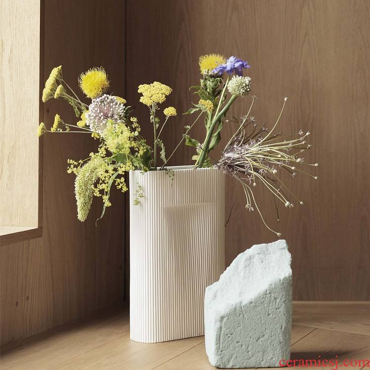 The Spot Denmark import MUUTO ridge clay vase desktop flower arranging flower implement the ground adornment furnishing articles in northern Europe