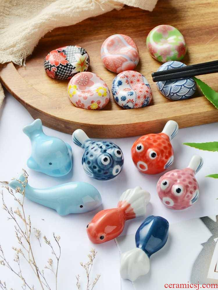 Creative lovely bijia whales' is a cartoon Japanese chopsticks chopsticks holder frame to live in a small place adorn ceramics