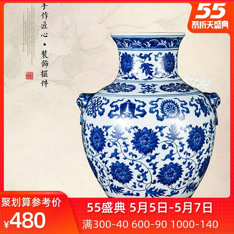 Jingdezhen porcelain vases, antique hand - made lion of blue and white porcelain cup in a living room home furnishing articles decoration arranging flowers