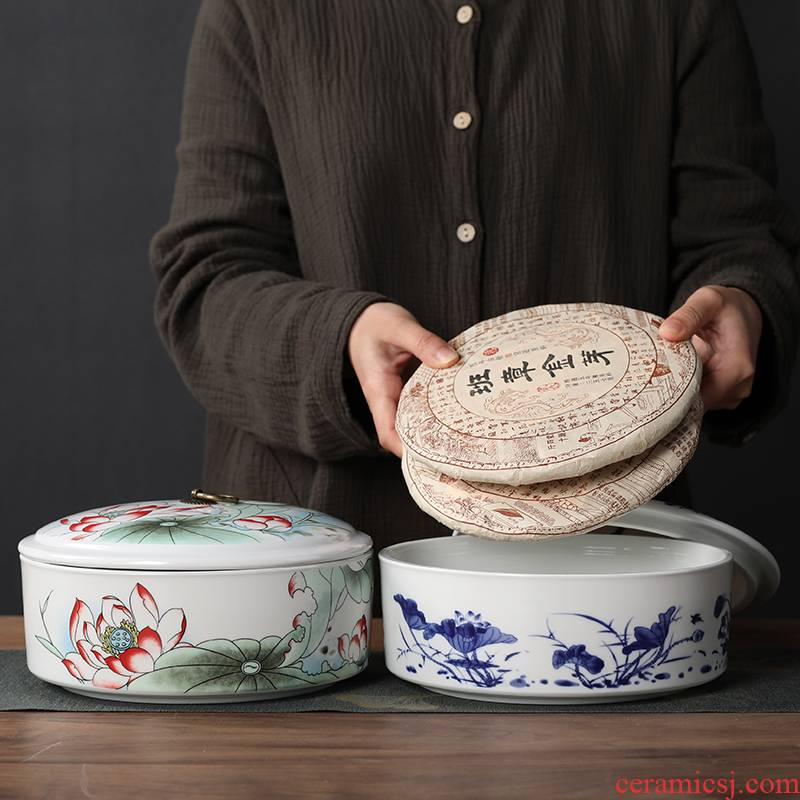 Blue and white porcelain is received puer tea box caddy fixings large tea cake box wake tea pot tea boxes to restore ancient ways
