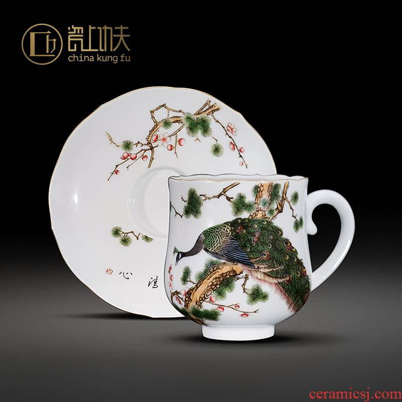 Jingdezhen porcelain on kung fu checking ceramic cups with supporting hand - made figure coffee cup gift collection by the peacock
