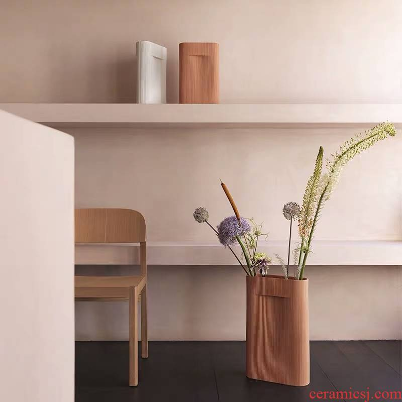 Denmark import MUUTO ridge clay vase desktop flower arranging flower implement the ground adornment is placed the Nordic model