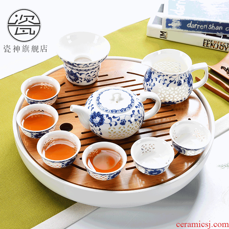 Blue and white porcelain god exquisite household ceramics kung fu tea tea tray was suit portable travel teapot tea, the tea is taking