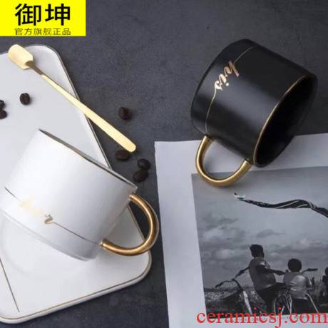 Royal of black and white ceramic coffee cup to send a men and women contracted mark cup with cover cup of milk for breakfast cup