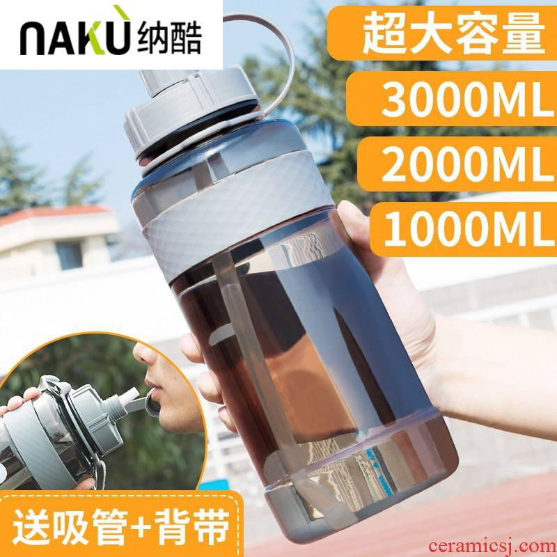He cool large large capacity 5000 ml bottle of high - capacity plastic cups super 3 litres of water a cup men 's large 4000