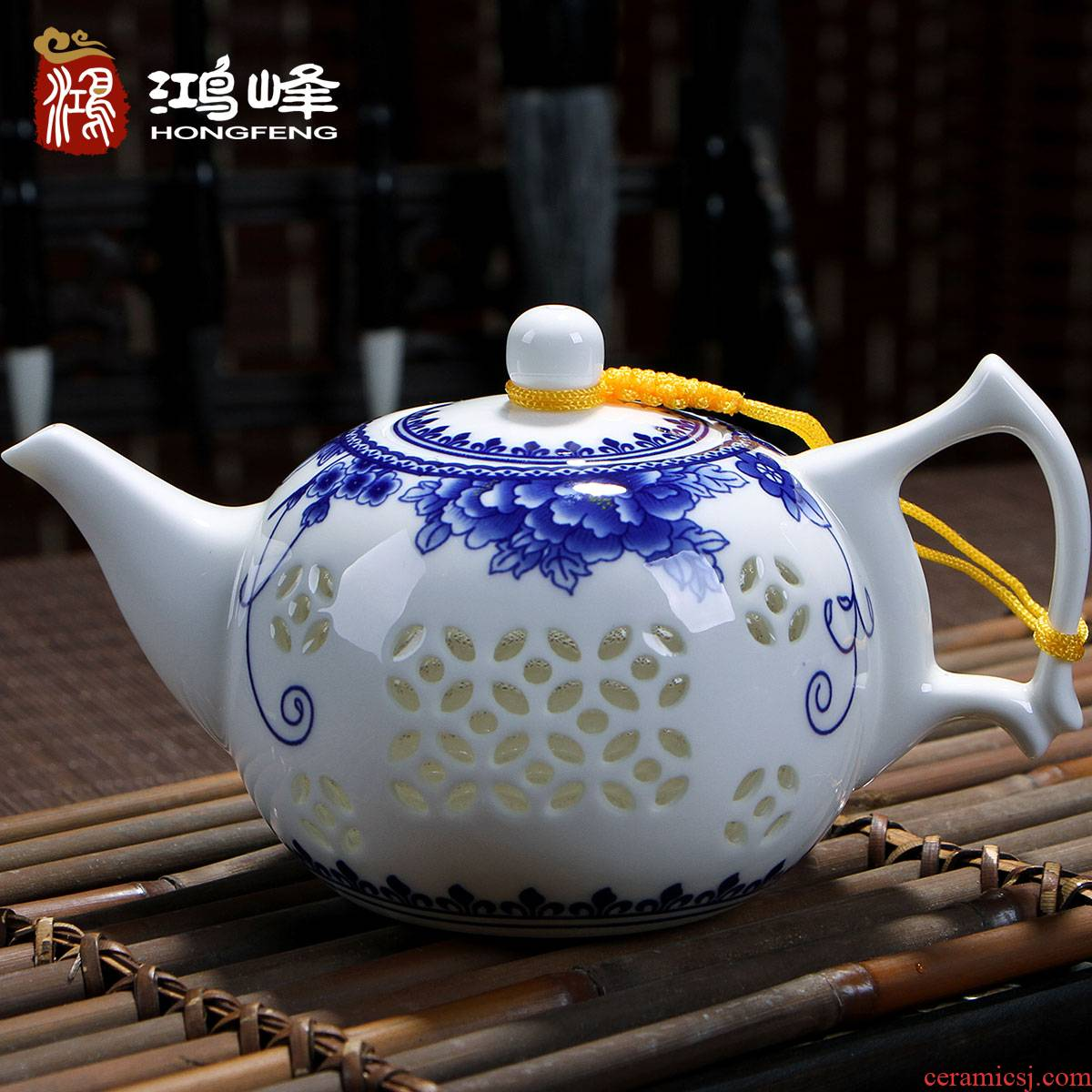 Blue and white porcelain ceramic teapot single pot home filtering small manual exquisite hollow out white porcelain jingdezhen tea kungfu