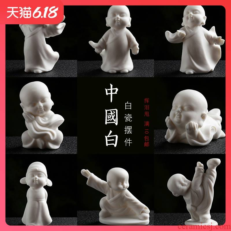 Creative furnishing articles Chinese white white porcelain ceramic characters play tea pet flowers pet car decorations tea accessories