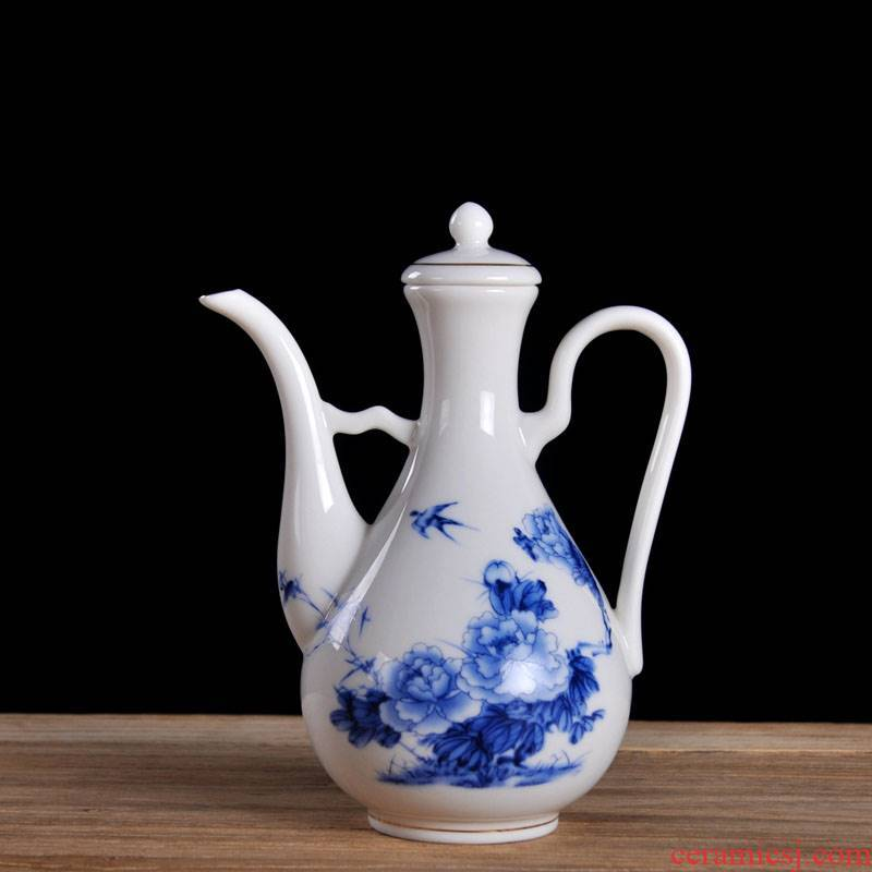 New jingdezhen domestic hip ceramic 1 catty outfit can heating temperature wine set of blue and white porcelain hip hip flask trumpet